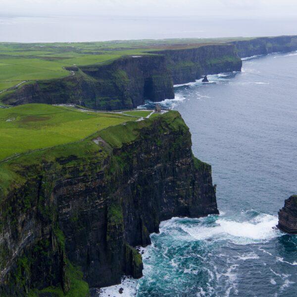 Scogliere a caduta sul mare inIrlanda