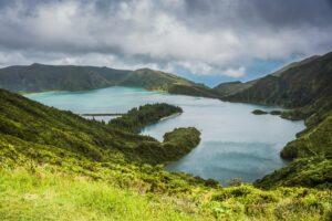 panorama lago e verde